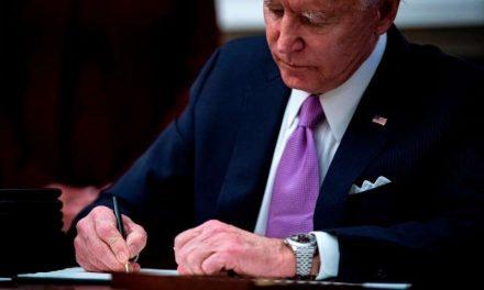 """Biden busca sacar la palabra """"extranjero"""" de las leyes migratorias"""