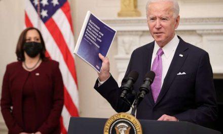 Biden firmará orden para aumentar la ayuda alimentaria relacionada con la pandemia