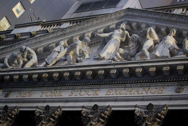 Wall Street cerró salvaje año de pandemia con Dow Jones y S&P en máximos récord