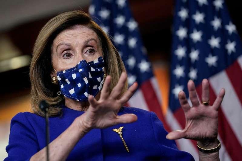 Con cabeza de cerdo y sangre falsa, vandalizan casa de Nancy Pelosi para reclamar cheque de $2,000 y cancelación de renta
