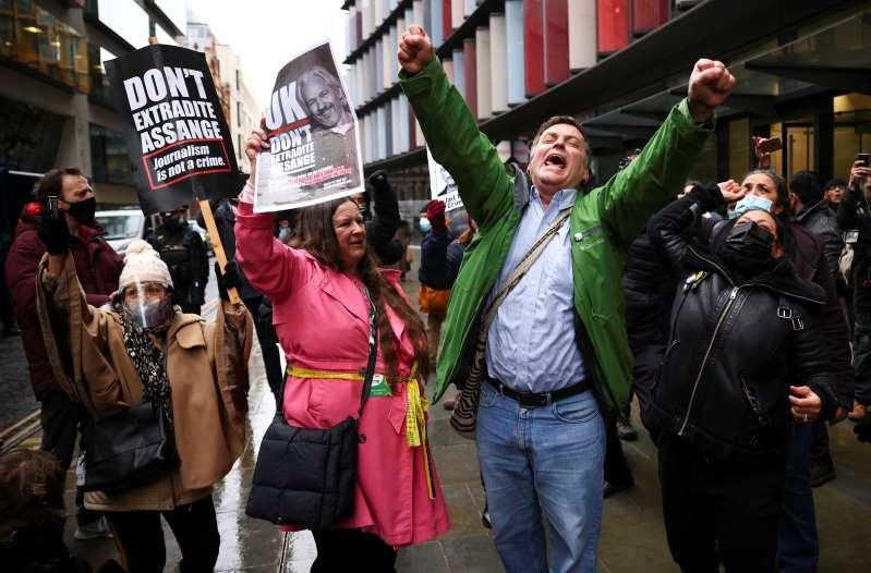 Jueza británica rechaza pedido de extradición de Assange a Estados Unidos