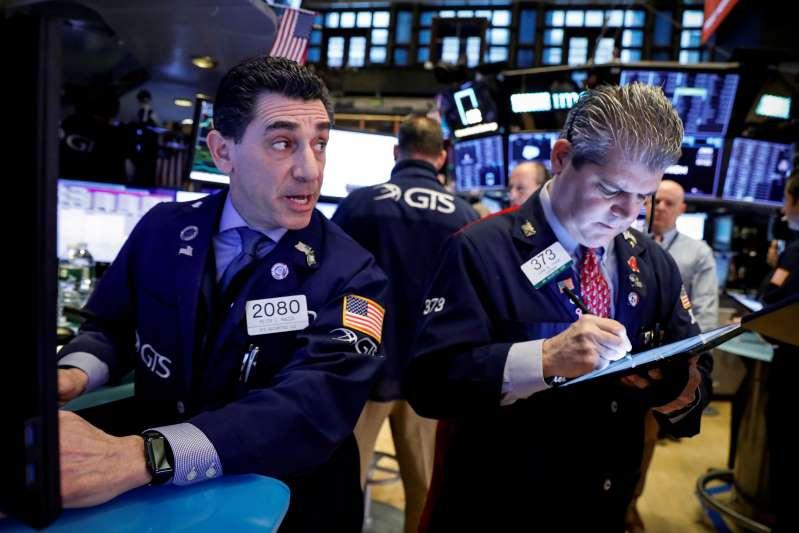 Dow Jones y S&P 500 cierran al alza, pero manifestantes pro-Trump provocan recorte de ganancias