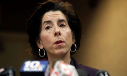 Biden elige a gobernadora de R. Island para dirigir comercio