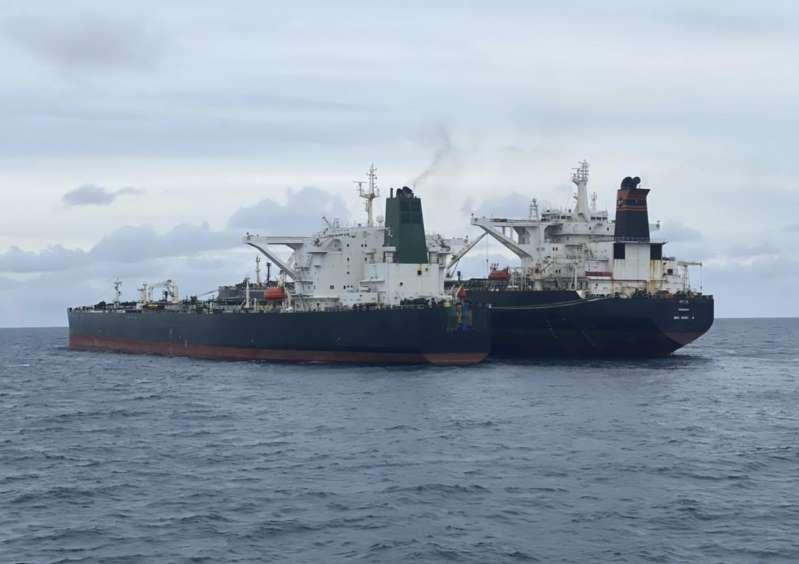 Indonesia incauta barcos petroleros de Irán y Panamá