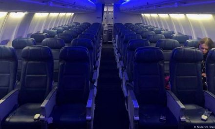 Estados Unidos renovará prohibición de entrada a viajeros de la UE