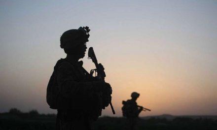 Biden retira veto de Trump a transgénero para servir en el Ejército