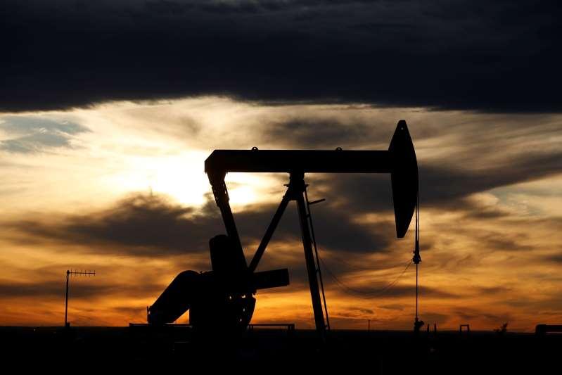 Barclays eleva previsiones para el petróleo en 2021; ve cierto riesgo en alza de COVID en China