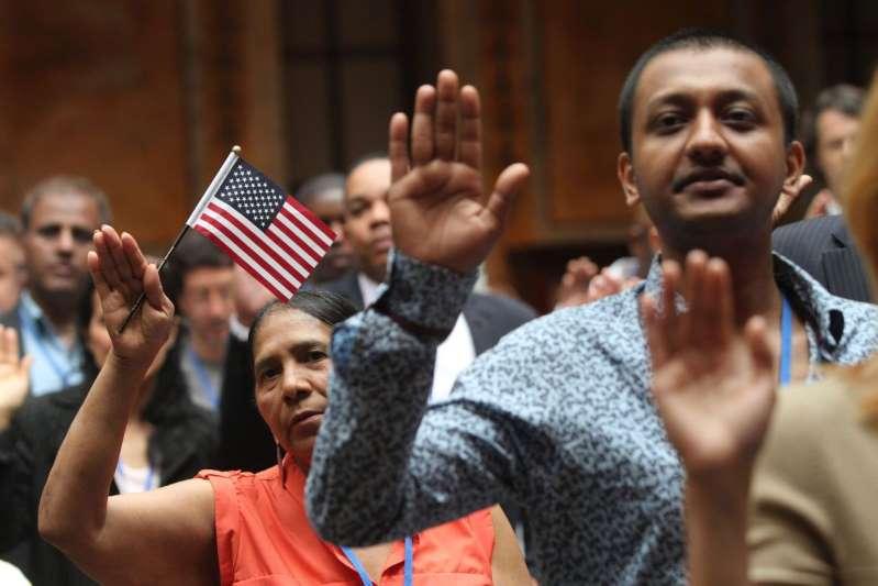 Nueva York comienza a estudiar cómo apoyar a inmigrantes con la futura nueva ley