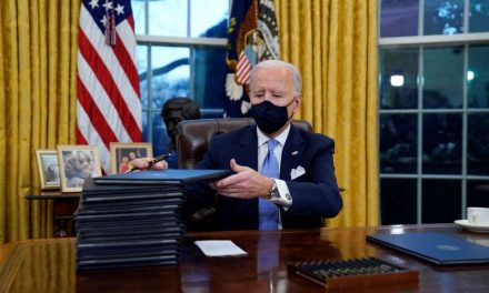 Biden retrasará las órdenes ejecutivas sobre inmigración unos días, incluida la reunificación de familias en la frontera