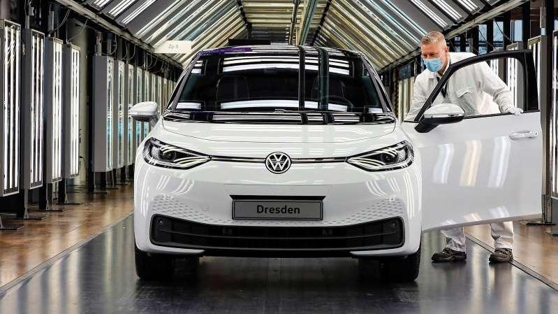 Ya son cuatro las plantas de Volkswagen que fabrican autos eléctricos; pronto superará a Tesla