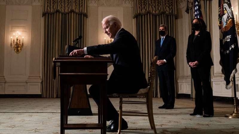 La avalancha sin precedentes de decretos de Biden en 10 días como presidente de