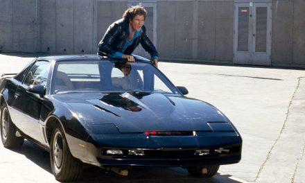David Hasselhoff subasta su famoso 'coche fantástico' y promete entregarlo él mismo