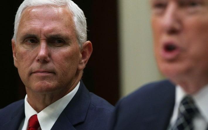 Frustrado Trump abandona su trabajo y Pence llena el vacío como presidente 'en funciones'