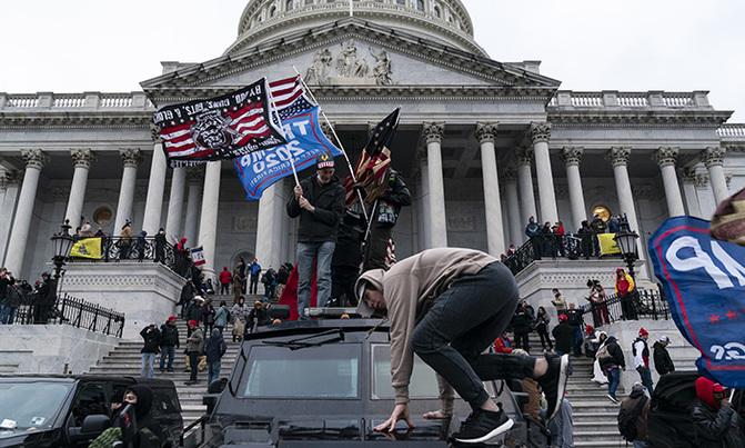 Sorprende video del cínico Donald Trump coordinando el mitin de sus seguidores que terminó en toma violenta del Capitolio