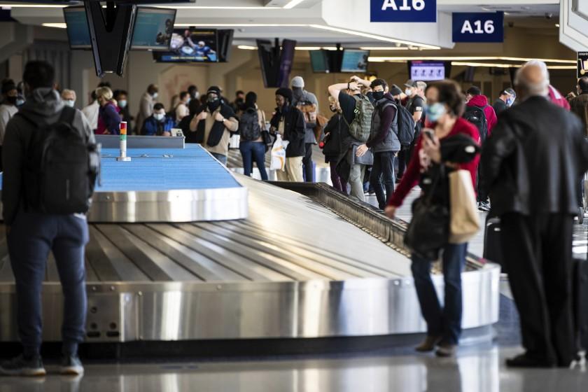 El primer ministro canadiense Justin Trudeau, ordena suspender vuelos a México y Caribe hasta 30 de abril. En México, hasta el presidente está infectado.