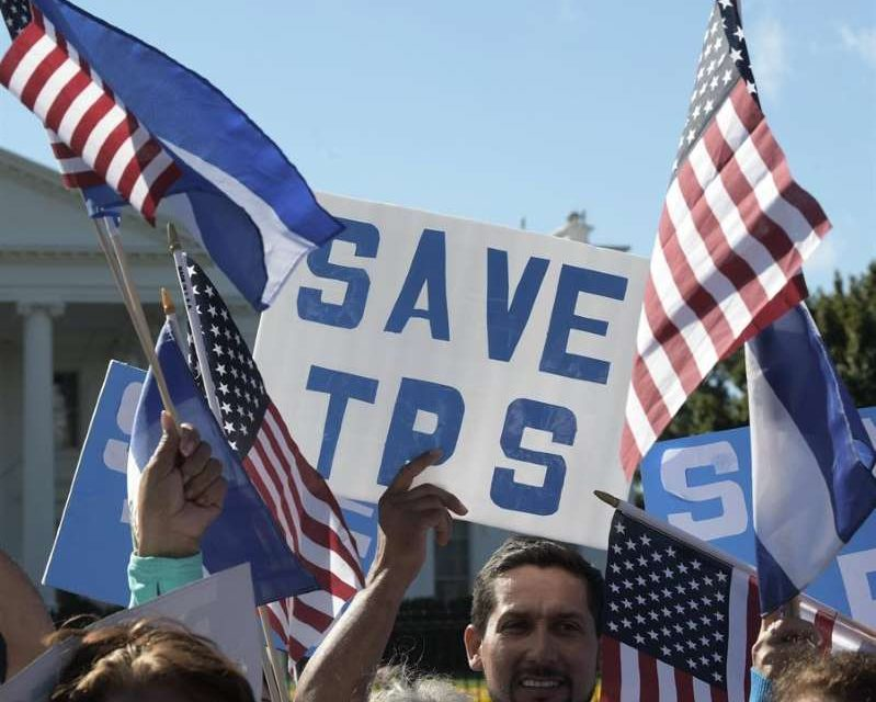 Senadores por Maryland presentarán propuesta para dar residencia permanente a amparados por TPS