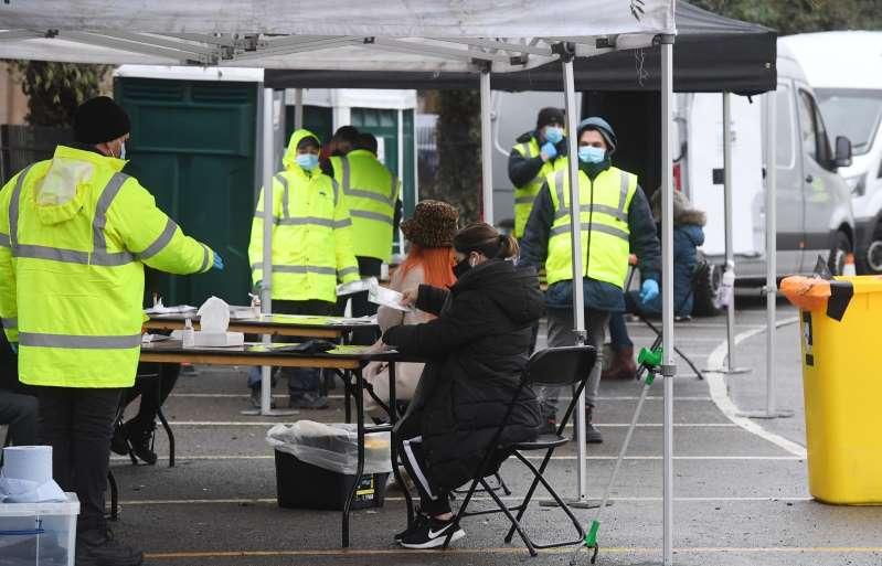 15 millones de personas han sido vacunadas contra la covid en el Reino Unido