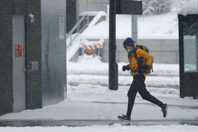 Tormenta invernal deja sin electricidad a noroeste de Estados Unidos