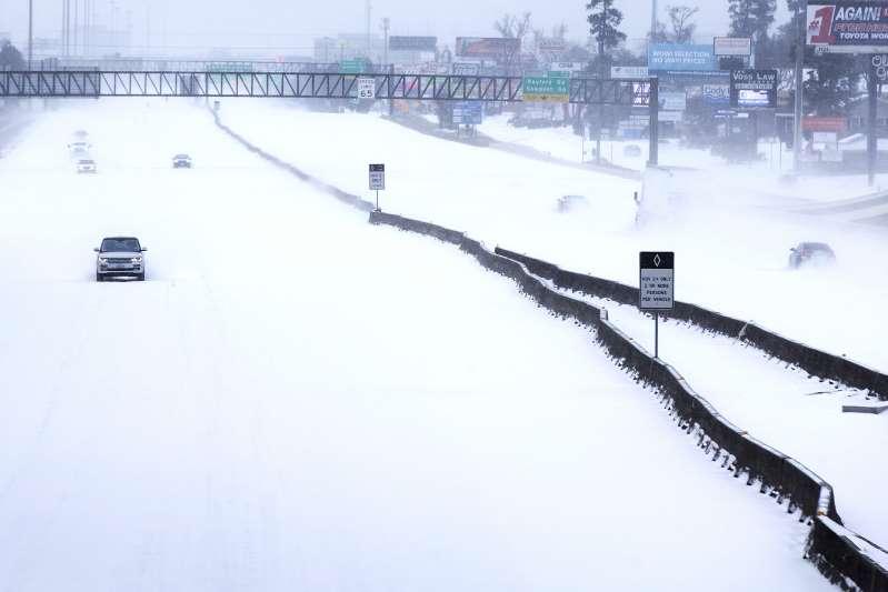 El temporal invernal que azota medio país avanza hacia el noreste tras dejar al menos 25 muertos en su camino desde el sur