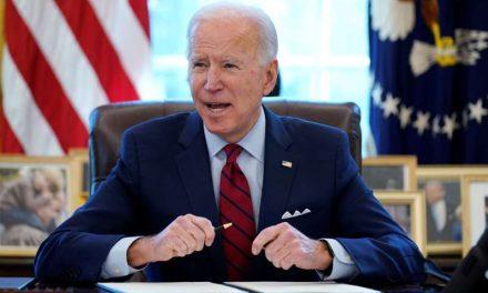 Biden extiende ayuda a propietarios de viviendas morosos