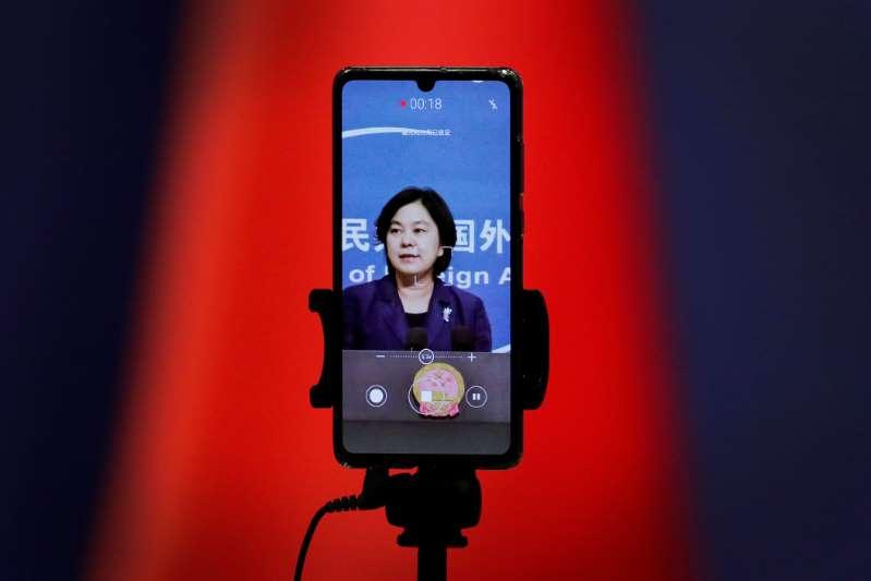 China defiende uso de Twitter y Facebook en campaña COVID-19