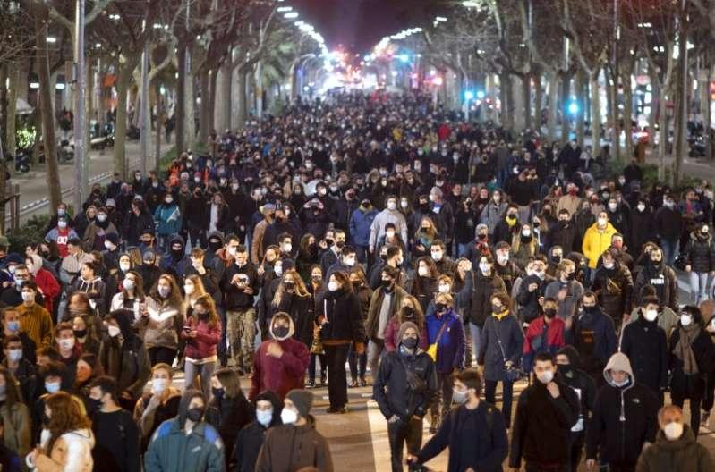 Prisión a rapero español desata disturbios