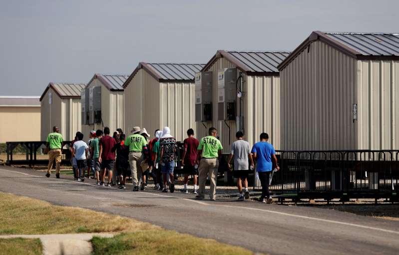 Estados Unidos reabre instalación en Texas para niños migrantes