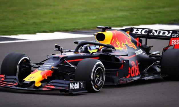Checo Pérez estrenó auto y casco con Red Bull Racing