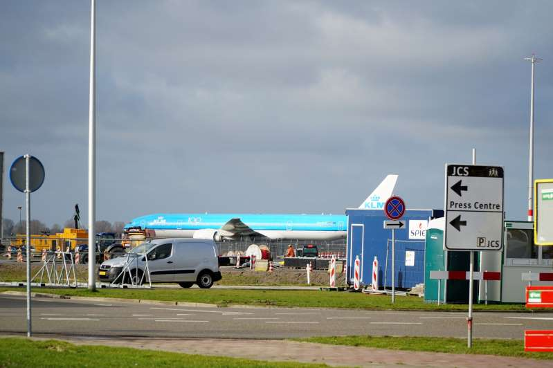 La brasileña Embraer le entrega a KLM el primero de sus mayores aviones