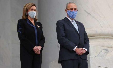 Demócratas avanzan en Congreso con paquete de estímulo que incluye cheque de $1,400