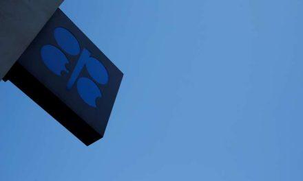 OPEP+ pronostica déficit en el mercado petrolero a pesar de una demanda más débil