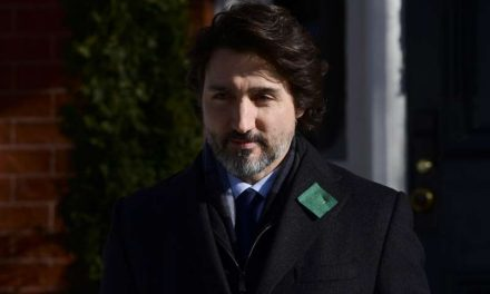 Trudeau dice que Canadá podrá producir vacunas contra COVID