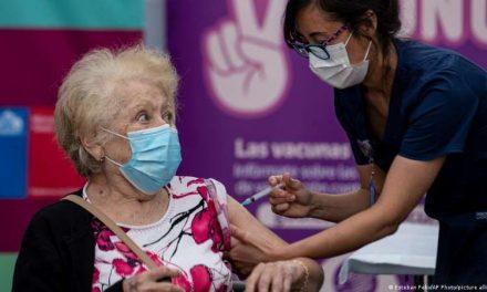 Chile inicia vacunación masiva con miras a inocular a 15 millones de personas en 5 meses