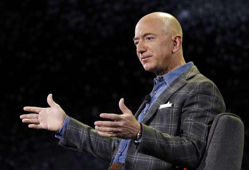 De un garaje a vender millones: así cambiaron Jeff Bezos y Amazon la historia del comercio