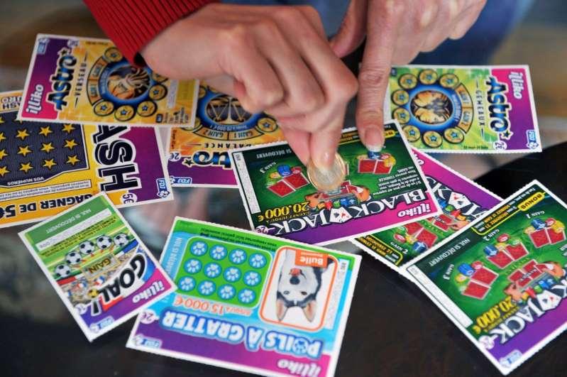 Gana 2 millonarios premios de lotería tras salir premiada durante 2 días consecutivos