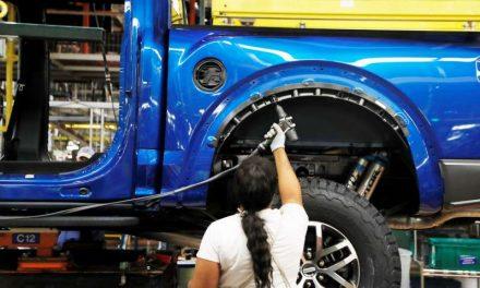 Ford reducirá producción de F-150 por escasez de chips