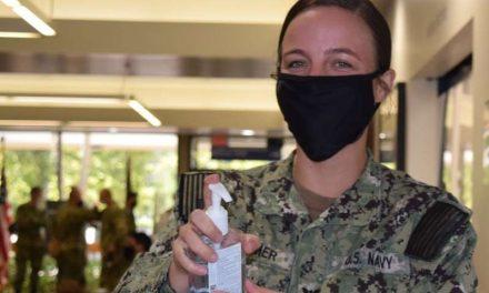 Secretario de Defensa ordena usar máscaras en todas las instalaciones militares