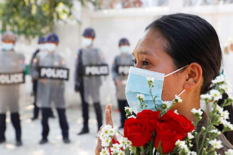 Junta de Myanmar cierra Twitter e Instagram contra protestas
