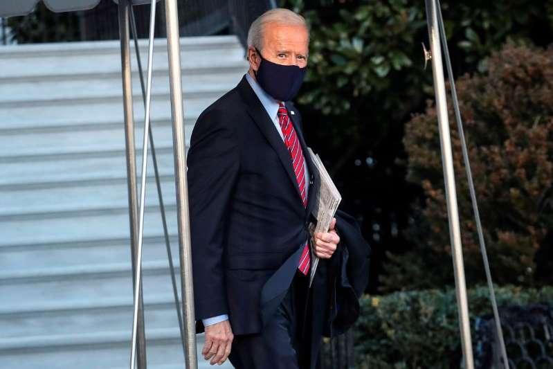 """Joe Biden sobre paquete de estímulo: """"No voy a reducir el tamaño de los cheques. Van a ser de $1,400, punto"""""""