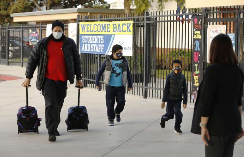 Los Ángeles, California finalmente ve un descenso de casos de COVID-19
