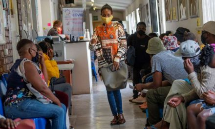 Sudáfrica suspende planes con vacuna de Oxford-AstraZeneca