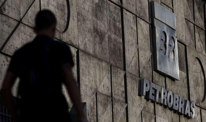 La brasileña Petrobras anuncia la venta de una refinería por 1.650 millones de dólares