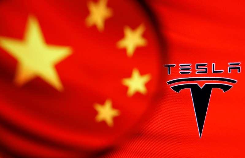 Reguladores chinos cuestionan a Tesla por quejas de clientes en autos