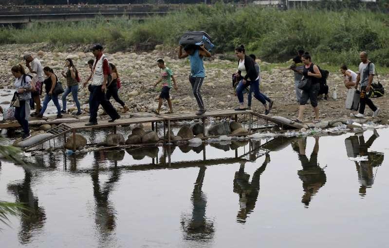 Colombia regularizará estatus de inmigrantes venezolanos