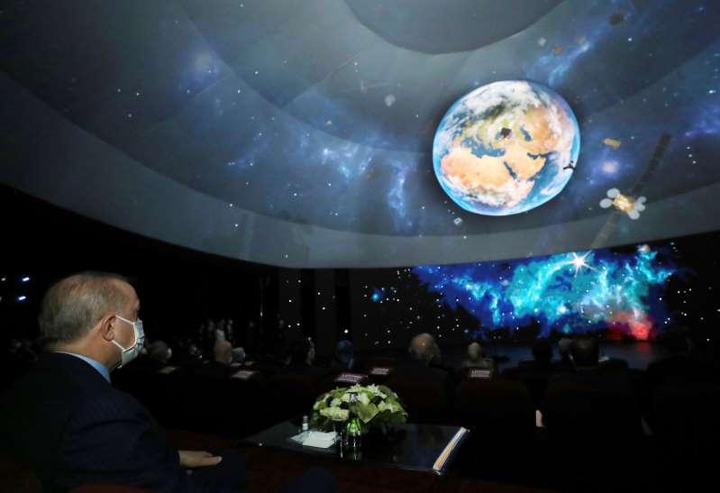 Turquía revela programa espacial que incluye misión a luna