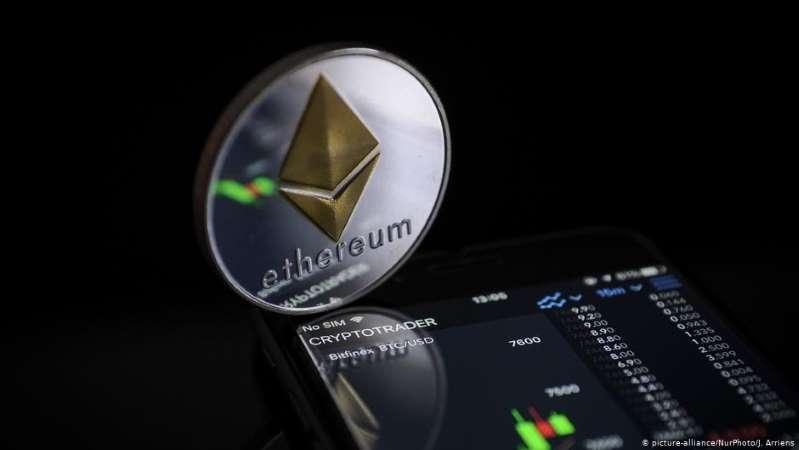 La criptomoneda #ether alcanza su máximo histórico mientras #bitcoin baja