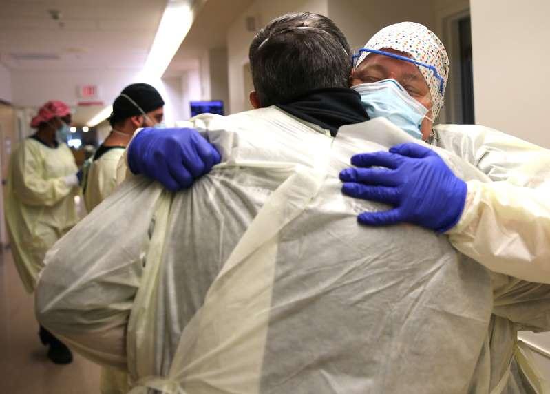 California se convierte en el primer estado en superar las 50,000 muertes por COVID-19 mientras crece el temor por una nueva variante