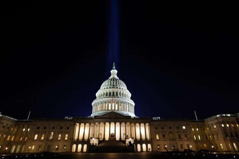 La Cámara de Representantes aprueba el plan de alivio de Joe Biden de $1.9 billones que incluye el cheque de $1,400
