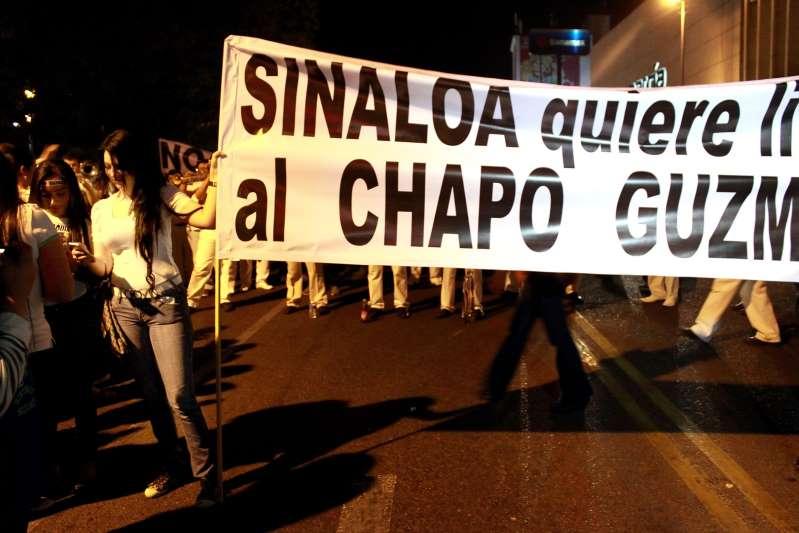 """""""Buchonas"""": vida de dinero, crimen y bisturí al casarse con narcos mexicanos"""