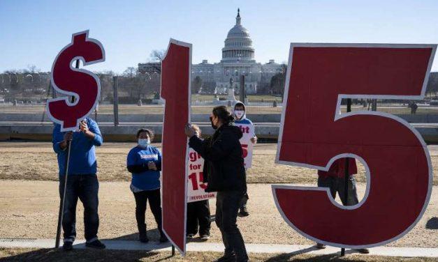 Demócratas plantean multar a las grandes empresas que paguen menos de 15 dólares por hora a sus trabajadores
